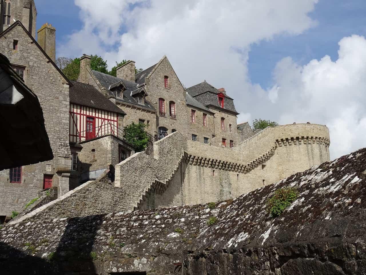Walk Mont Saint Michel walls