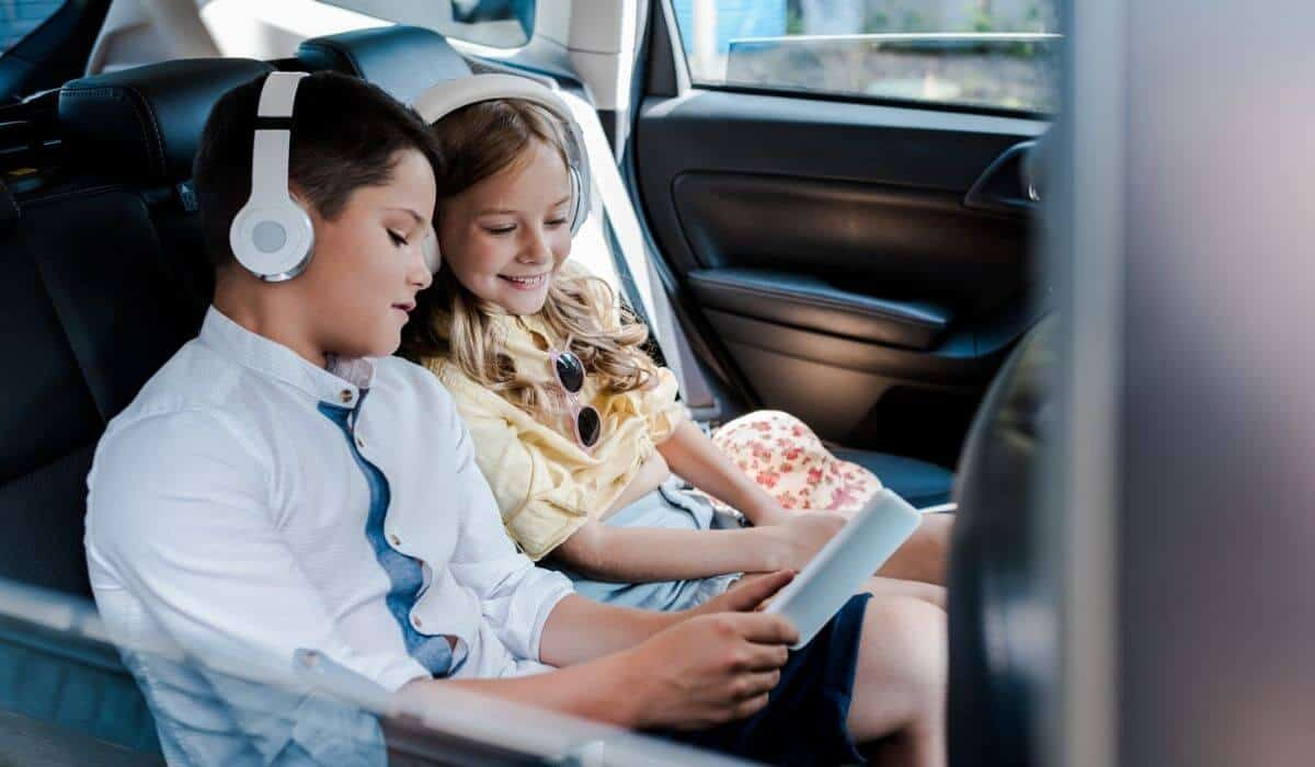 kids listening to music during road trip
