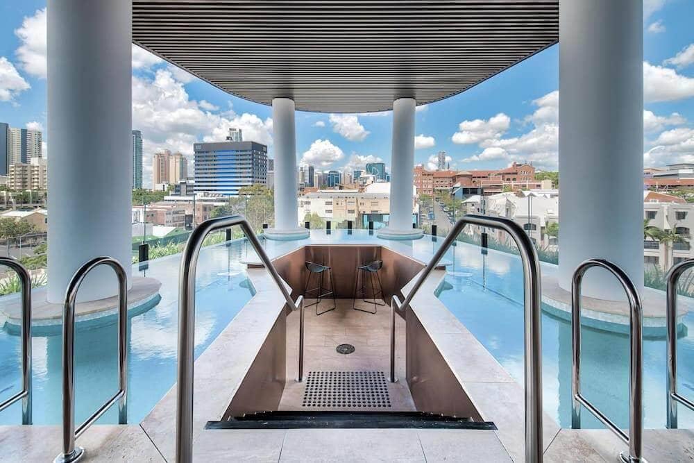 Brisbane airbnb 2 infinity pool