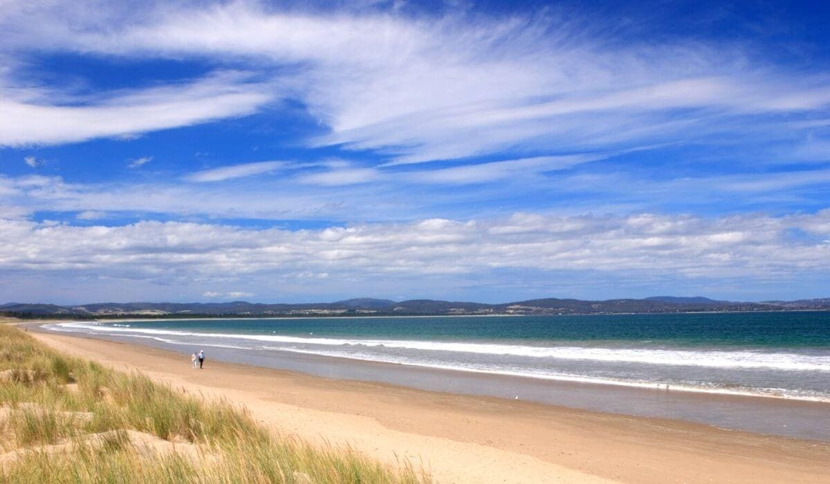 seven mile beach tasmania (1)