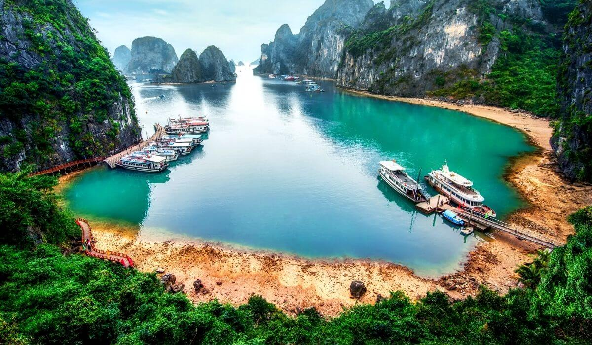 asia travel guide halong bay