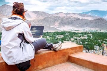 digital nomad travel blogging